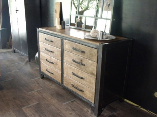 buffet industriel meuble de style industriel bois et. Black Bedroom Furniture Sets. Home Design Ideas