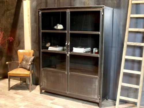 armoire m tal vitr e pour un style industriel meuble de style industriel bois et acier sur. Black Bedroom Furniture Sets. Home Design Ideas