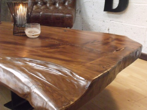 Table basse design bois meuble de style industriel bois for Table salon bois massif